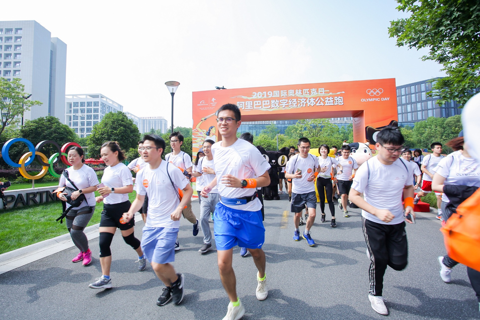 Employees running in Olympic Day charity run_20190624