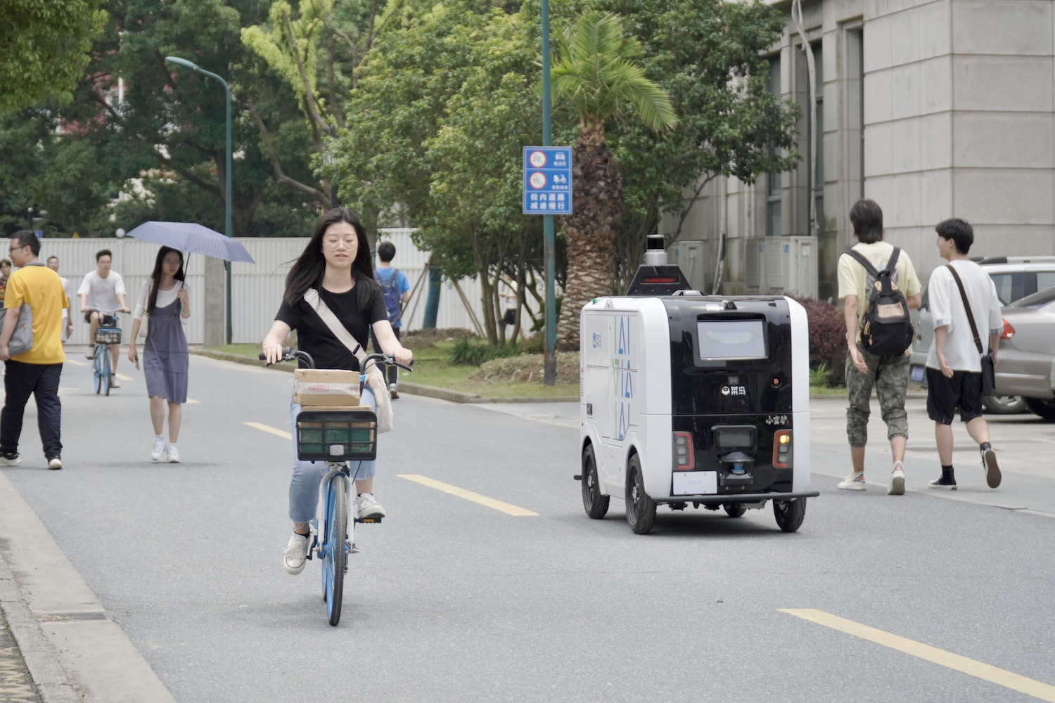 Cainiao Driverless Car Xiaomanlv Makes University Campus Deliveries During 618 1